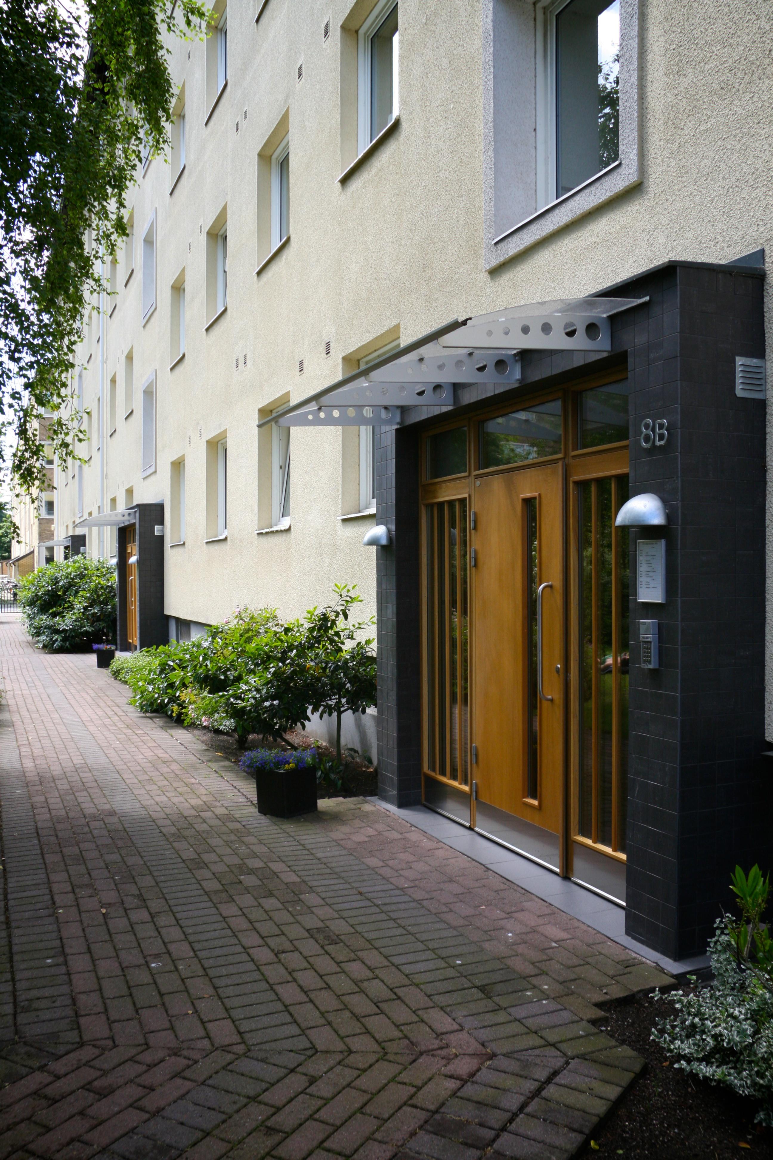 Porten in till Fågelbacksgatan 27 B
